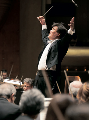 New York Philharmonic conductor Alan Gilbert has entered into a partnership with the Music Academy of the West.